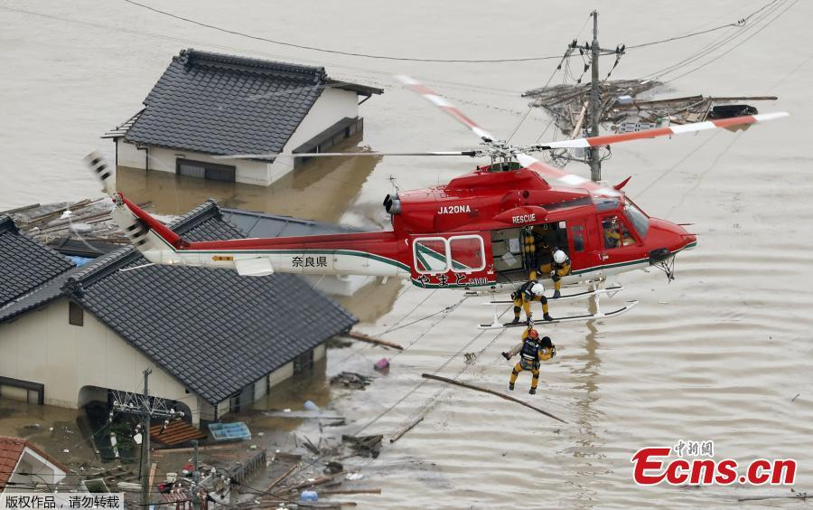 An aerial view of a local resident being rescued from a submerged house by rescue workers using helicopter at a flooded area in in Kurashiki, Okayama Prefecture, Japan, July 8, 2018. The death toll from torrential rain and landslides in western Japan rose to 88 people early on Monday, with dozens still missing after the rescue of more than 2,000 stranded in the city of Kurashiki.(Photo/Agencies)