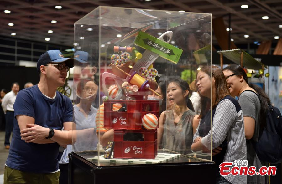 Visitors look at chocolate creations at the first Salon du Chocolat in Hong Kong, July 6, 2018. Salon du Chocolat, one of the world's biggest chocolate events, showcases chocolate sculptures inspired by Hong Kong culture and the Year of the Dog. Meanwhile, guests were also able to sample award-winning creations during a live pastry show. (Photo: China News Service/Zhang Wei)