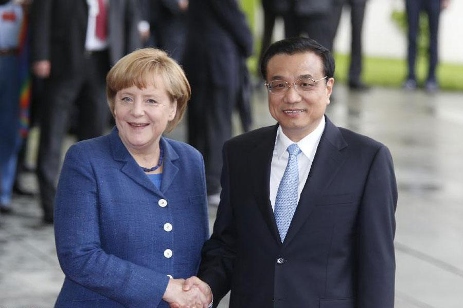 In May 2013, Li made his first overseas trip as Chinese premier and Germany was among his destinations.  The first meeting between Premier Li and Chancellor Merkel in north Berlin\'s Meseberg proved to be the fruitful and a good start for China-Germany relations in the new era.  (Photo/Xinhua)