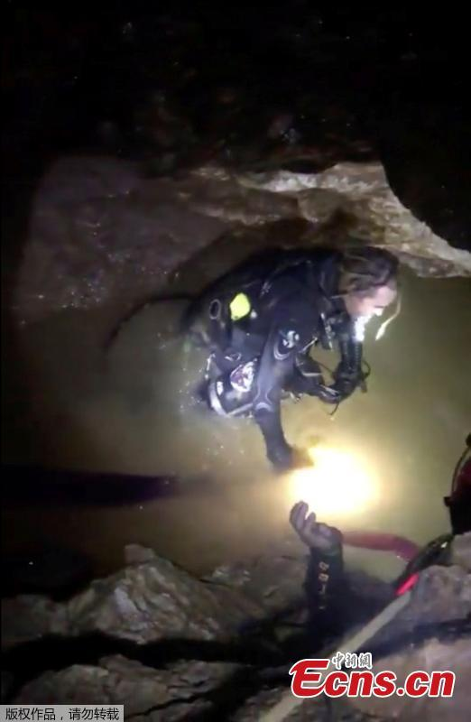Rescuers work in a flooded cave in the northern province of Chiang Rai, Thailand, July 8, 2018. Four boys have exited a flooded cave in northern Thailand where they have been trapped for more than two weeks, a senior member of rescue operation's medical team said on Sunday. (Photo/Agencies)
