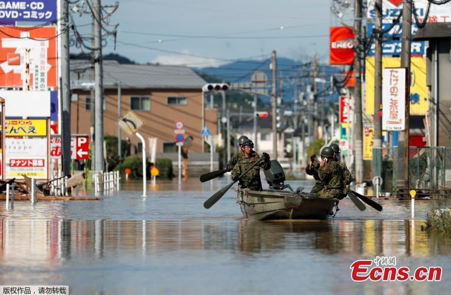 Japan Self-Defense Force soldiers ride a boat during their rescue work at a flooded area in Mabi town in Kurashiki, Okayama Prefecture, Japan, July 8, 2018. The death toll from torrential rain and landslides in western Japan rose to 88 people early on Monday, with dozens still missing after the rescue of more than 2,000 stranded in the city of Kurashiki.(Photo/Agencies)