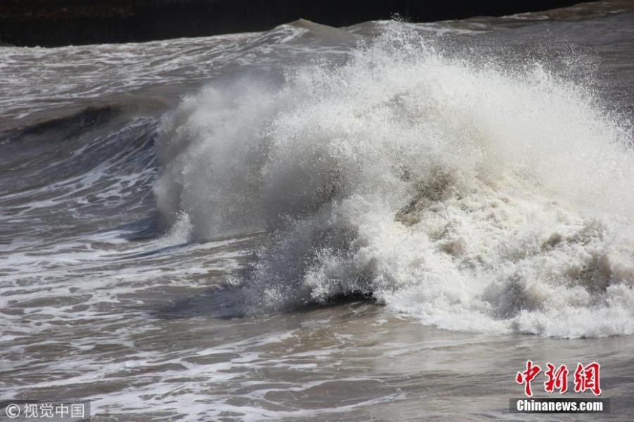 Waves triggered by approaching typhoon Maria are seen in Wenling City, East China's Zhejiang Province, July 10, 2018. Local authorities closed a coastal tourist attraction for safety concerns. The typhoon is expected to strike Fujian and Zhejiang provinces, whipping up gales and high waves. (Photo/VCG)