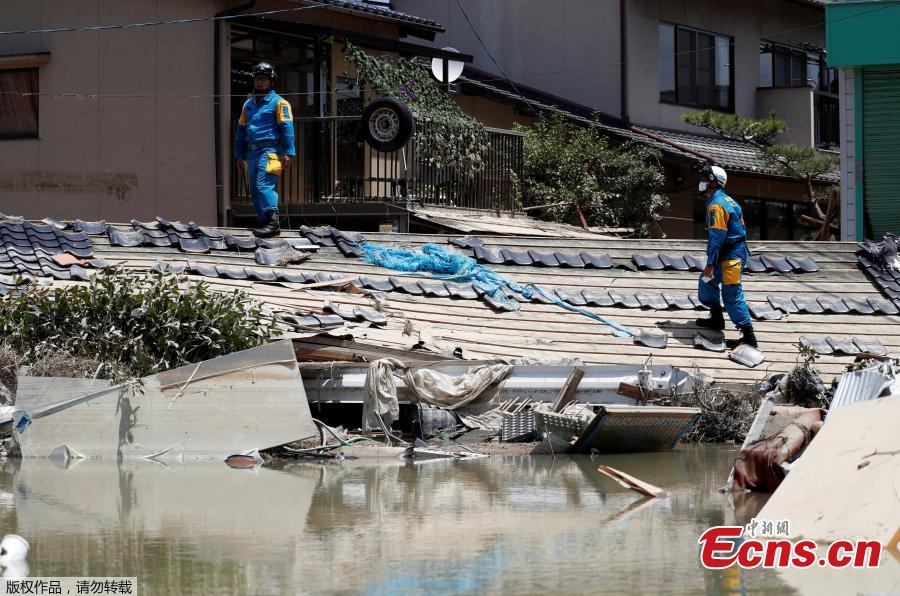 Police officers check submerged and destroyed houses in a flooded area in Mabi town in Kurashiki, Okayama Prefecture, Japan, July 10, 2018. The death toll from widespread flooding and landslides rose to 126, according to Japanese authorities. (Photo/Agencies)