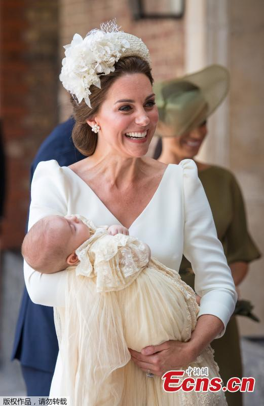 Britain\'s Catherine, the Duchess of Cambridge, carries Prince Louis as they arrive for his christening service at the Chapel Royal, St James\'s Palace, London, Britain, July 9, 2018. (Photo/Agencies)
