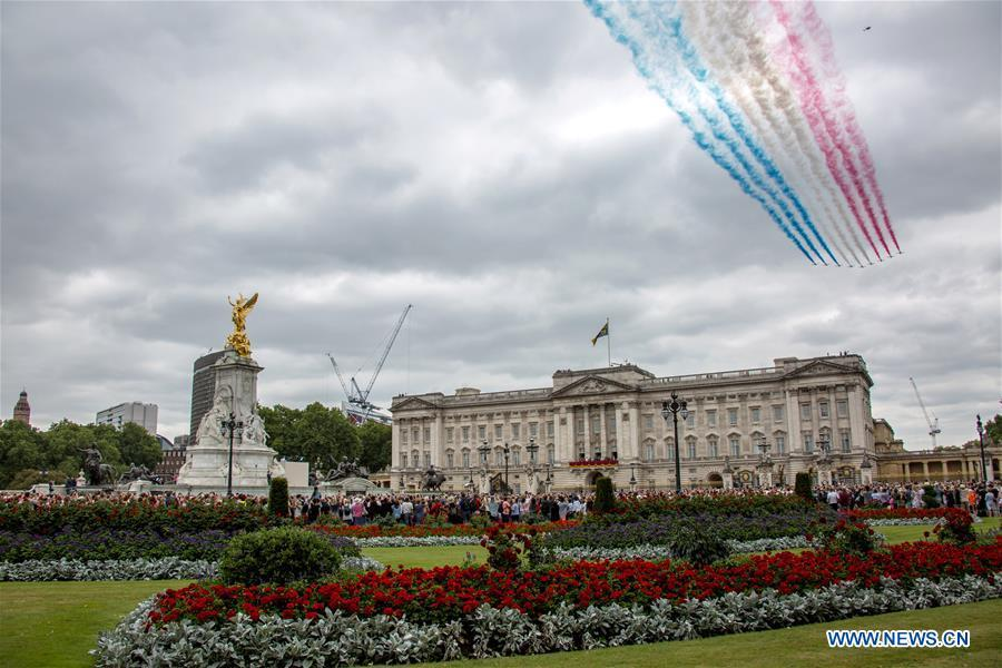 The Red Arrows fly over Buckingham Palace during a celebration to mark the 100th anniversary of the Royal Air Force (RAF) in London, Britain on July 10, 2018. (Xinhua/Britain\'s Ministry of Defence)
