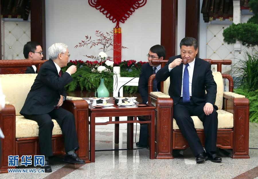 Jan. 12, 2017   President Xi Jinping has a tea break with Vietnam\'s ruling party chief Nguyen Phu Trong after an official meeting at the Great Hall of the People in Beijing. (Photo/Xinhua)  Xi and Trong talked about the tea culture that the two countries share. Xi also shared the connotation of the Chinese character (茶) of tea, which is formed with Chinese character people (人)between grass (艹) and trees (木).  Just as people may bump into each other, nations may also have frictions with one another. As long as people can shelve differences, promote harmony and adhere to the principle of harmony in diversity, people can maximize their common interests.