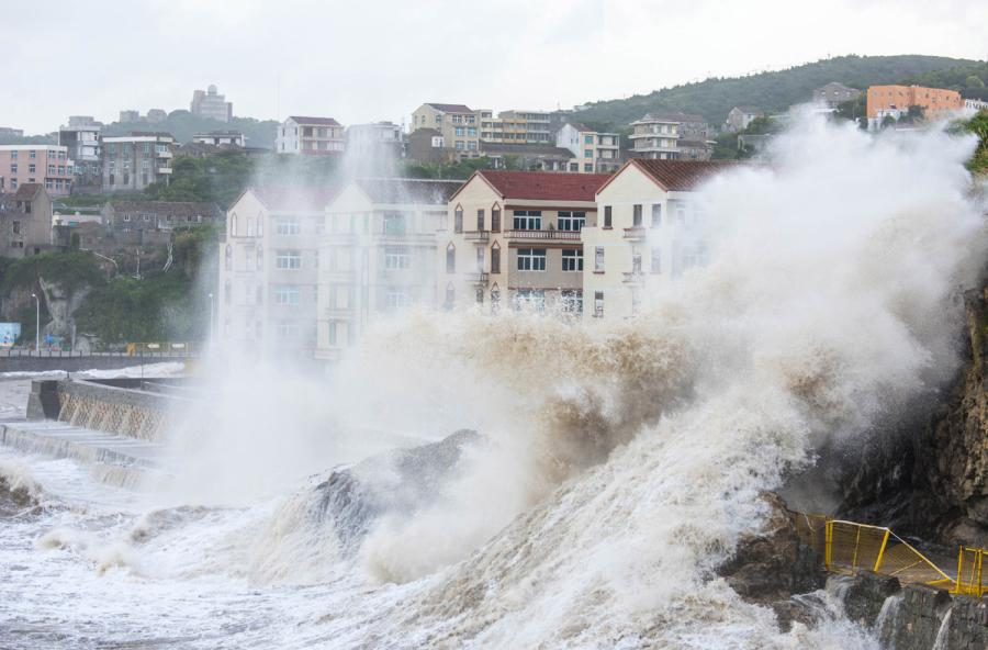 Huge waves and strong winds are unleashed in Wenling city, Zhejiang Province on Wednesday as Typhoon Maria made landfall in neighbouring Fujian Province. (Photo/Xinhua)