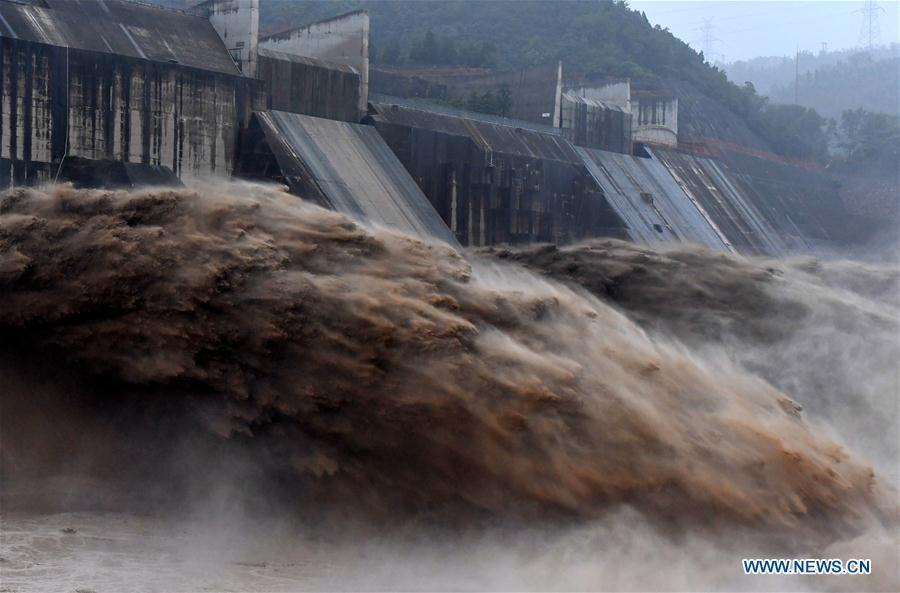 Photo taken on July 11, 2018 shows water gushing out from the Xiaolangdi Reservoir on the Yellow River in central China\'s Henan Province.(Xinhua/Li Jianan)