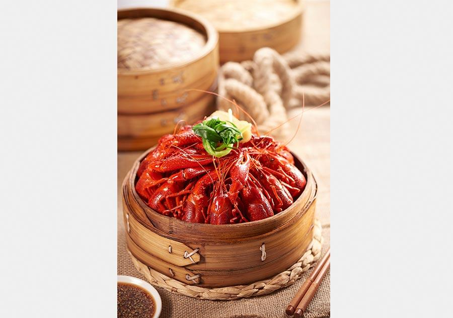 teamed crayfish by Lubolang Restaurant. (Photo provided to chinadaily.com.cn)