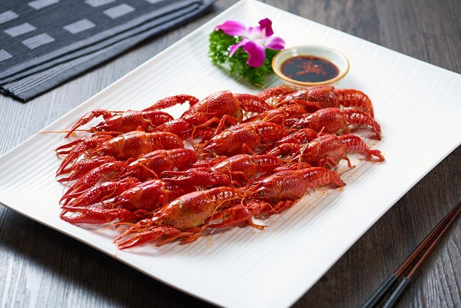 Crayfish in soy sauce by the Shanghai Classical Hotel.  (Photo provided to chinadaily.com.cn)