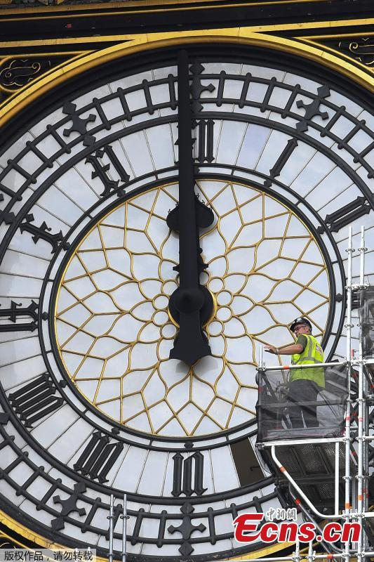 Workers replace glass panes on the clock face of Queen Elizabeth tower, commonly known as Big Ben on the Houses of Parliament, in central London, Britain July 11, 2018. (Photo/Agencies)