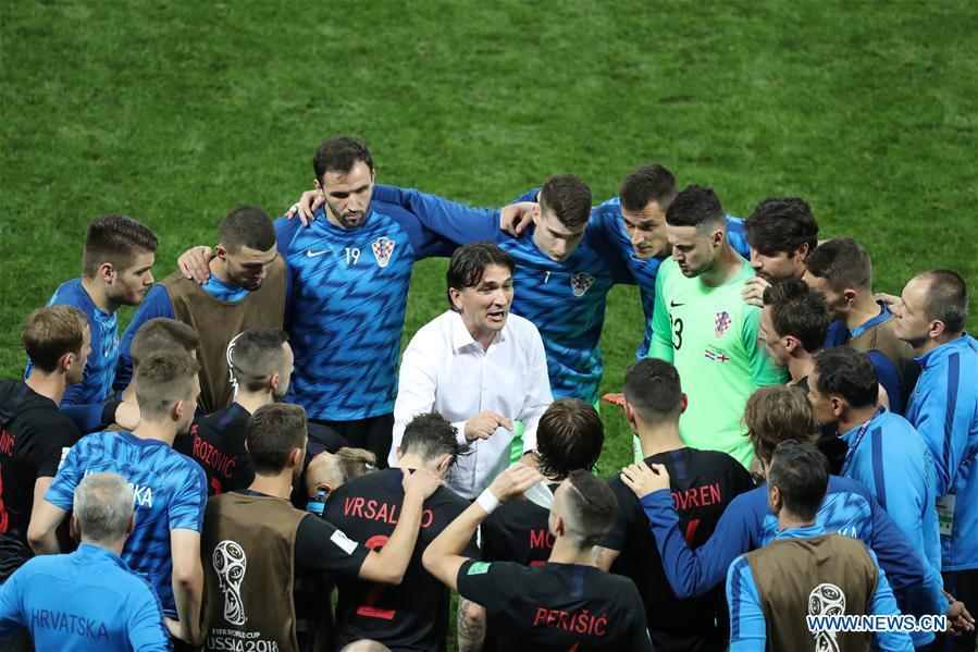 Zlatko Dalic (C) of Croatia gives instructions to players prior to the extra time of the 2018 FIFA World Cup semi-final match between England and Croatia in Moscow, Russia, July 11, 2018. (Xinhua/Bai Xueqi)