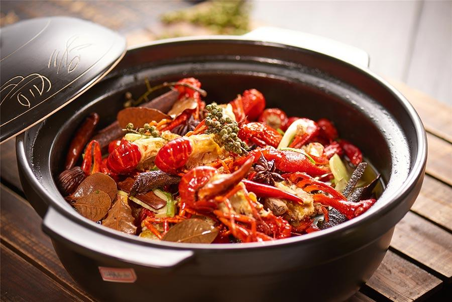 Braised crayfish by Lubolang Restaurant.  (Photo provided to chinadaily.com.cn)