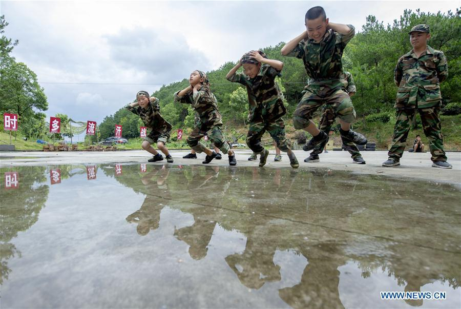 Children participate in an outdoor physical training camp during summer vacation in Xinyu, east China\'s Jiangxi Province, July 12, 2018. (Xinhua/Zhao Chunliang)