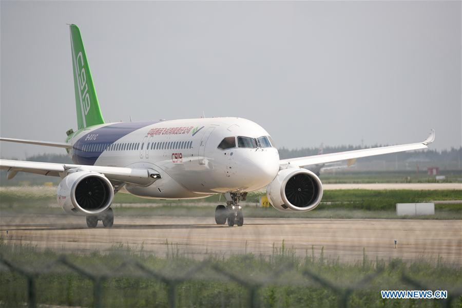 The No.102 C919 plane taxies at Pudong Airport in Shanghai, east China, July 12, 2018. After its first long-distance flight from the final assembly line in Shanghai, the plane landed at Dongying Shengli Airport in east China\'s Shandong Province. China\'s C919 large passenger plane project has entered into a new major phase with intensive flight tests in multiple sites around the country. (Xinhua/Ding Ting)