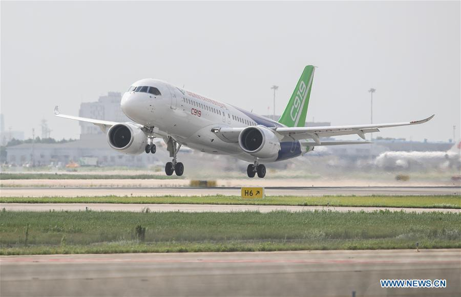 The No.102 C919 plane takes off at Pudong Airport in Shanghai, east China, July 12, 2018. After its first long-distance flight from the final assembly line in Shanghai, the plane landed at Dongying Shengli Airport in east China\'s Shandong Province. China\'s C919 large passenger plane project has entered into a new major phase with intensive flight tests in multiple sites around the country. (Xinhua/Ding Ting)