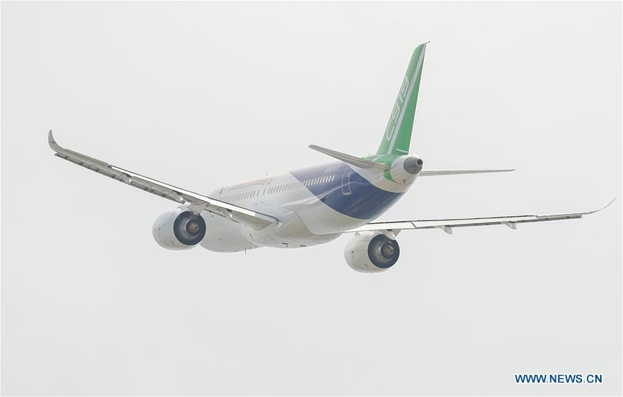 The No.102 C919 plane flies above Pudong Airport in Shanghai, east China, July 12, 2018. After its first long-distance flight from the final assembly line in Shanghai, the plane landed at Dongying Shengli Airport in east China\'s Shandong Province. China\'s C919 large passenger plane project has entered into a new major phase with intensive flight tests in multiple sites around the country. (Xinhua/Ding Ting)
