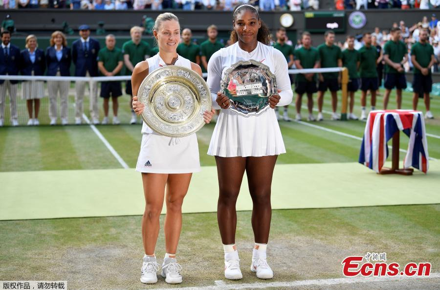 Germany\'s Angelique Kerber and Serena Williams of the U.S. hold their trophies after Kerber won the women\'s singles final, at the Wimbledon Tennis Championships, in London, Britain, July 14, 2018. (Photo/Agencies)