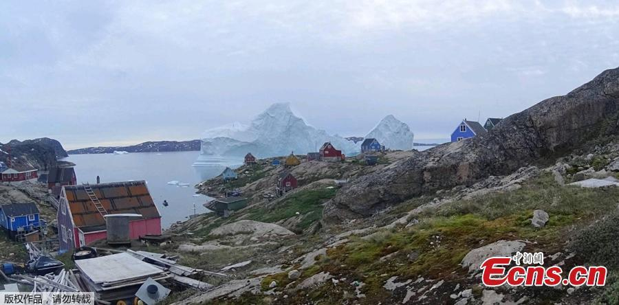 Photo taken on July 12, 2018 shows an iceberg floats near the Innaarsuit settlement, Greenland. (Photo/Agencies)