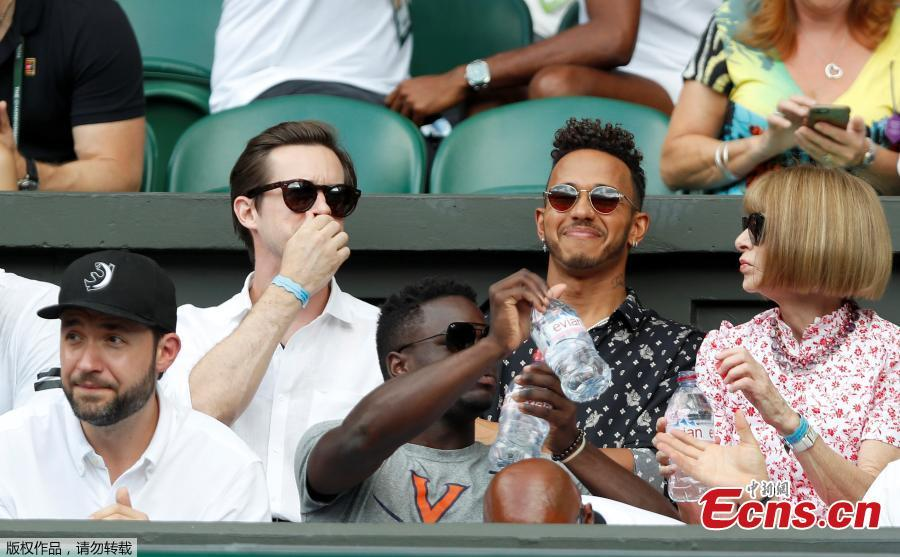 Lewis Hamilton, Anna Wintour and Alexis Ohanian watch Serena Williams of the U.S. play the women\'s singles final against Germany\'s Angelique Kerber, at the Wimbledon Tennis Championships, in London, Britain, July 14, 2018. (Photo/Agencies)