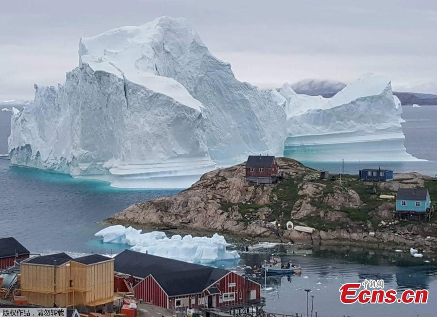 Photo taken on July 10, 2018 shows an iceberg floats near the Innaarsuit settlement, Greenland. (Photo/Agencies)