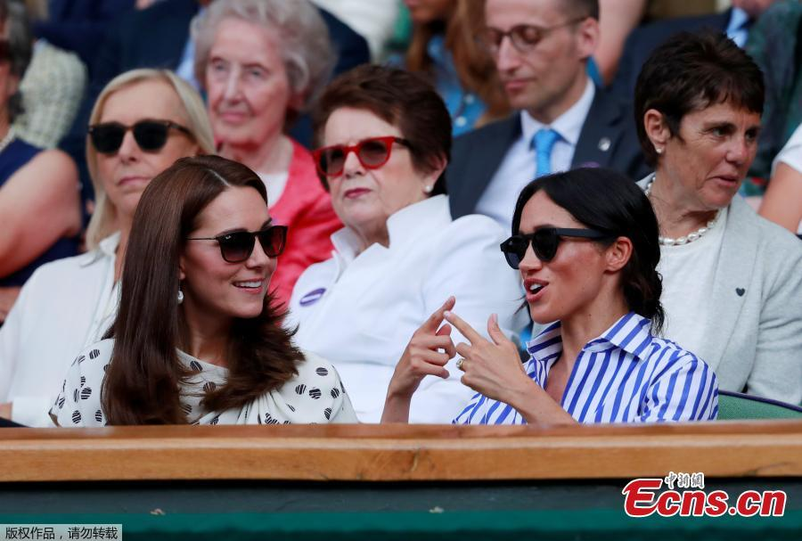 Britain\'s Catherine the Duchess of Cambridge and Meghan the Duchess of Sussex talk to each other during the women\'s singles final between Serena Williams of the U.S. and Germany\'s Angelique Kerber, at the Wimbledon Tennis Championships, in London, Britain, July 14, 2018. (Photo/Agencies)