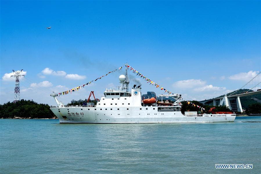 Chinese oceanographic research ship Xiangyanghong 03 leaves Xiamen, southeast China\'s Fujian Province, July 14, 2018. Chinese oceanographic research ship Xiangyanghong 03 departed for the country\'s 50th ocean research expedition Saturday in the western and eastern Pacific Ocean. The ship left Xiamen with 160 personnel on board for a 150-day mission over 15,000 nautical miles. (Xinhua)