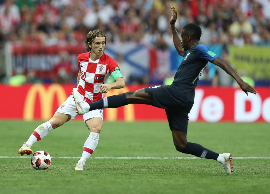 Luka Modric (L) of Croatia competes during the 2018 FIFA World Cup final match between France and Croatia in Moscow, Russia, July 15, 2018. (Xinhua/Fei Maohua)