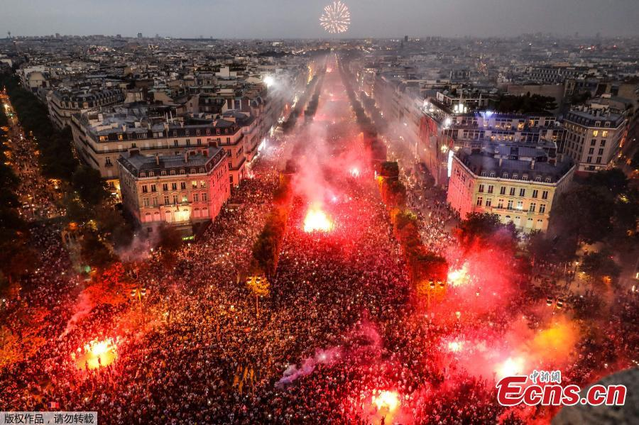 France fans celebrate on the Champs-Elysees avenue after France win the World Cup final, July 15, 2018. (Photo/Agencies)