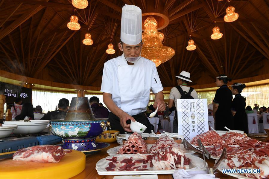 A chef makes mutton hot pot at a ceremony in Xilin Gol, north China\'s Inner Mongolia Autonomous Region, July 15, 2018. To better inherit and develop Mongolian food and promote tourism of Inner Mongolia, the Tourism Development Board of Inner Mongolia and Xilin Gol Meng jointly released a list of eight unique Mongolian dishes on Sunday. (Xinhua/Liu Lei)