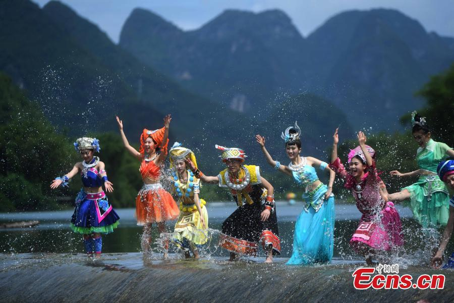 Performers rehearse for a show on the Lijiang River in Guilin City, South China's Guangxi Zhuang Autonomous Region, July 15, 2018. (Photo: China News Service/Chen Chao)
