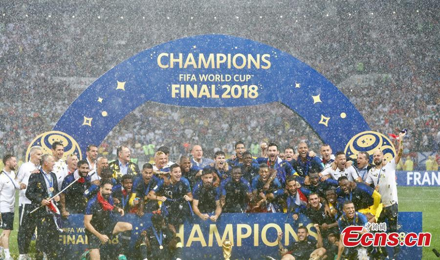 Players of France celebrate at the awarding ceremony after the 2018 FIFA World Cup final match between France and Croatia in Moscow, Russia, July 15, 2018. France defeated Croatia 4-2 and claimed the title. (Photo: China News Service/Fu Tian)