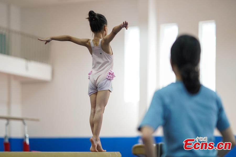 Long Jianxin trains at the Amateur Children\'s Gymnastics Training School in Rongjiang County, Southwest China's Guizhou Province, July 16, 2018. There are 60 children taking part in gymnastics training at the school during their spare time. Since 1972, the county has sent 21 athletes to the provincial gymnastics and gymnastics trampoline teams, among whom six later became national team members. The county is home to Liu Rongbing, who won a gold medal for the men\'s team in the 2014 World Artistic Gymnastics Championships. (Photo: China News Service/He Junyi)