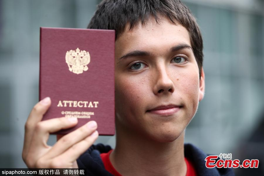 Ruslan Salimgareyev, a graduate of Moscow\'s School 179, who has scored all 400 points possible on the Unified State Exam (EGE), 100 points on each exam he was taking: Russian Language, Maths, Biology and Chemistry. (Photo/VCG)