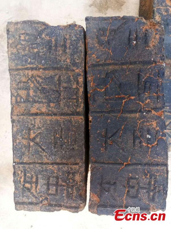 A photo provided by villagers shows bricks used for a tomb of the Han Dynasty (206 BC ? 220 AD) in Xunwu County, East China's Jiangxi Province. Ceramic relics and textured bricks were found in the tomb that measured 180 centimeters in width and 370 centimeters in length. Preliminary investigations showed the tomb was robbed during the Ming and Qing dynasties. (Photo: China News Service)