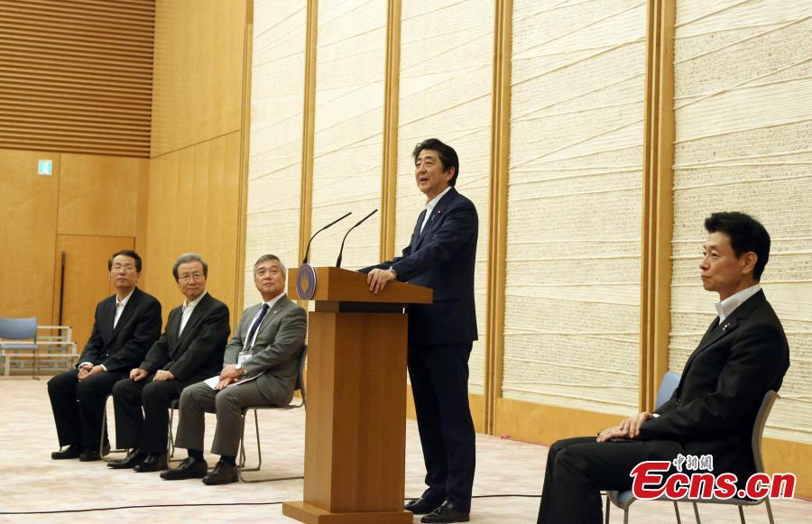 Japanese Prime Minister Shinzo Abe delivers a speech to about 200 Chinese and Japanese youths, members of an exchange delegation, in Tokyo, Japan, July 17, 2018. Abe said he hopes that young people in both countries will become the bridge deepening friendship between Japan and China. (Photo: China News Service/Lyu Shaowei)