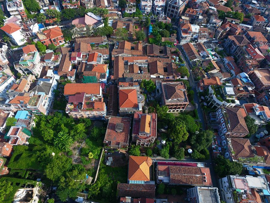 Residents on Gulangyu, a small island off the coast of Xiamen, are encouraged to open their houses as holiday homes for tourists, but renovation work is rigidly supervised. (Photo provided to China Daily)