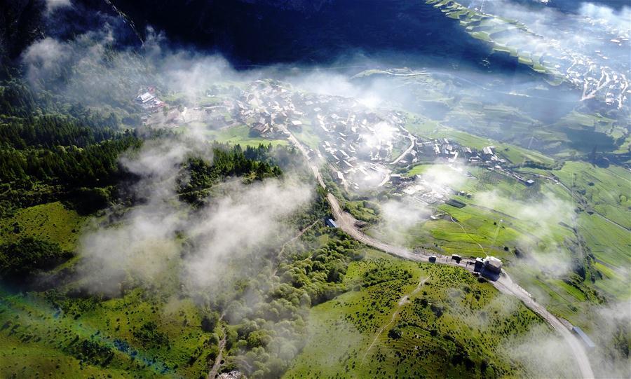Photo taken on June 21, 2017 shows the scenery in Gannan Tibetan Autonomous Prefecture, northwest China\'s Gansu Province. (Xinhua/Chen Bin)
