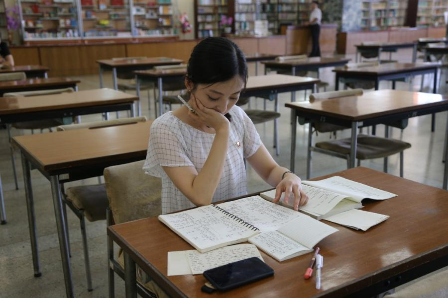 A reader studies in a reading room of the Grand People\'s Study House, Pyongyang, DPRK, on July 17, 2018.  (Photo/Xinhua)