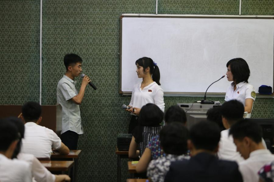 Students talk with each other in a Chinese-language class in the Grand People\'s Study House, Pyongyang, DPRK, on July 17, 2018.  (Photo/Xinhua)