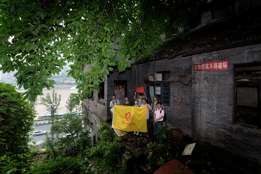 Volunteers from Chongqing have saved an old street from being demolished for urban construction. (Photo provided to China Daily)  He encourages group members to continue learning about cultural relics and to get closer to the front line through more field research.  \