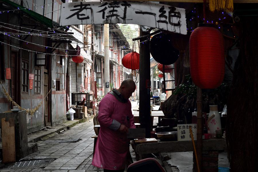 The protection of old streets in Chongqing is the focus of volunteers in the city. (XUN CHANG/FOR CHINA DAILY) Li Xiaojie, director of the China Foundation for Cultural Heritage Conservation and the first president of the alliance-which is held in rotation-said the aim is to build a network for nongovernmental efforts to enable a better exchange of experience.  It would be wrong to deny access to some ancient architecture, Li Xiaojie said. Protection and use are never conflicting. The final goal is for the value of heritage to be shared by future generations.  \