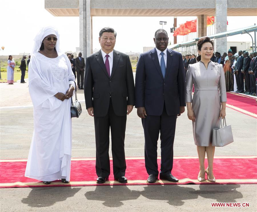 Chinese President Xi Jinping and his wife Peng Liyuan pose for a group photo with Senegalese President Macky Sall and his wife Marieme after Xi and Sall inspected the guard of honor at the airport in Dakar, Senegal, July 21, 2018. Xi arrived here Saturday for a state visit to Senegal. Sall held a grand welcome ceremony in Xi\'s honor. (Xinhua/Wang Ye)