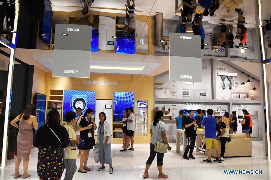 People visit the 2018 China International Consumer Electronics Show in Qingdao, east China\'s Shandong Province, July 21, 2018. The four-day electronics show kicked off on Friday. (Xinhua/Li Ziheng)