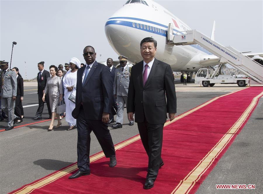 Chinese President Xi Jinping attends a grand welcome ceremony held by Senegalese President Macky Sall at the airport in Dakar, Senegal, July 21, 2018. Xi arrived here Saturday for a state visit to Senegal. (Xinhua/Li Xueren)