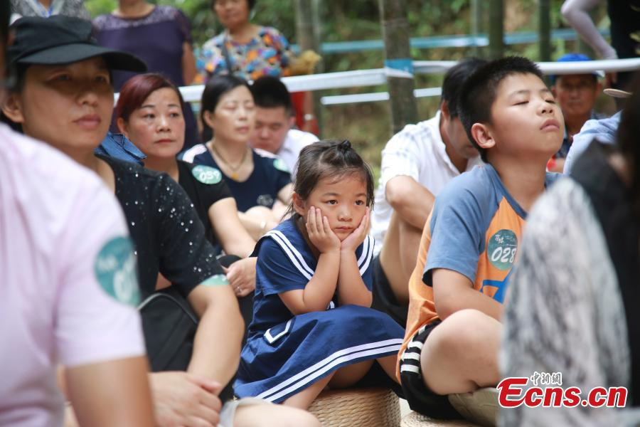 """Blank-faced contestants, including children, sit still and do nothing in a """"space-out"""" contest in Hangzhou City, the capital of East China's Zhejiang Province, July 21, 2018. Some 100 residents attended the contest, enjoying a moment or two of relaxation. (Photo: China News Service/Liu Peiqi)"""