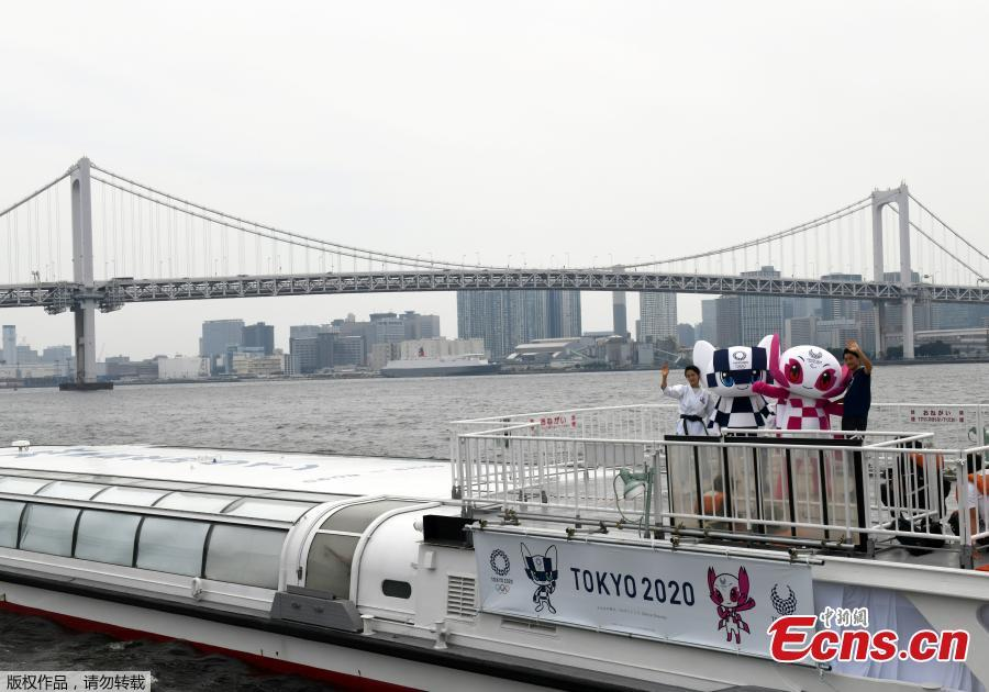 Tokyo 2020 Olympics Games mascots, Miraitowa and Someity ride on a boat during their debut event of water parade in front the Rainbow bridge with karate player Kiyo Shimizu and para-athlete Hajimu Ashida in Tokyo, Japan July 22, 2018. (Photo/Agencies)