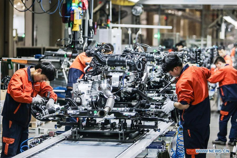 Staff members work on an engine production line of Geely Auto in Baoji, northwest China\'s Shaanxi Province, Oct. 26, 2016. This year marks the 40th anniversary of China\'s reform and opening-up policy. (Xinhua)