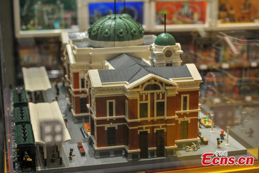 A replica of the Shenyang Railway Station made using Lego pieces is on display at a shopping mall in Shenyang City, Northeast China's Liaoning Province, July 23, 2018. The model used 40,000 Lego pieces to vividly represent scenes near the station, including the breakfast stalls and busy street. (Photo: China News Service/Yu Haiyang)