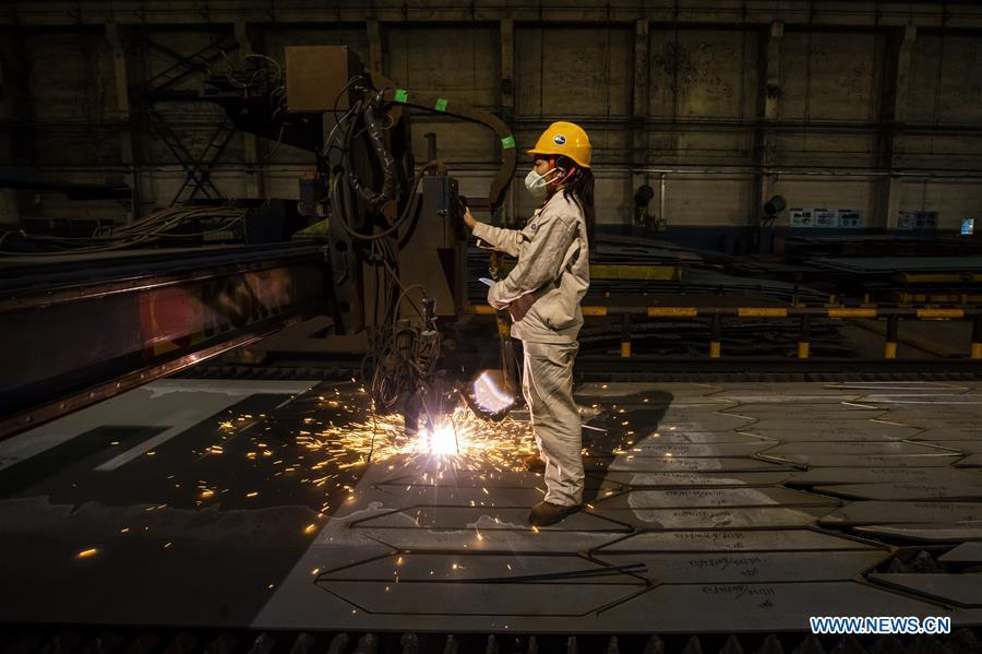 A staff member works at Hudong-Zhonghua Shipbuilding (Group) Co., Ltd. in east China\'s Shanghai, July 5, 2018. This year marks the 40th anniversary of China\'s reform and opening-up policy. (Xinhua/Shen Bohan)